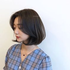 🌷 A rich volume sense and lovely C-curl # single-padded # Mo& Firm. Natural c-curl single style Ð . How To Curl Short Hair, Girl Short Hair, Short Hair Cuts, Ulzzang Short Hair, Korean Short Hair, Curled Hairstyles, Hairstyles Haircuts, Pretty Hairstyles, Korean Haircut