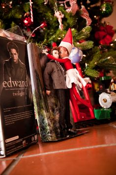 Well, well, well…. looks like our House Elf Snowflake has been to the movies a bit too much and switched from Team Santa to Team Edward!