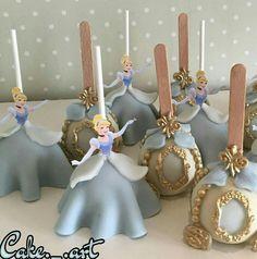 too cute - Cinderella candy apples Cinderella Cake Pops, Cinderella Sweet 16, Cinderella Theme, Cinderella Birthday, Cinderella Wedding, Cinderella Quinceanera Themes, Quinceanera Cakes, Quince Decorations, Disney Cakes