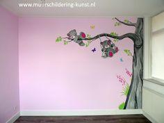 Maak er een echte meisjeskamer van met een mooie babykamer muurschildering roze. Heel veel keuze, door heel Nederland, goed materiaal, geen lange wachttijd.