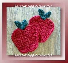 Harvest Apple Coasters - free pattern at Crochet Memories. Crochet Apple, Crochet Fall, Crochet Home, Crochet Gifts, Crochet Kitchen, Crochet Coaster Pattern, Crochet Motif, Free Crochet, Crochet Patterns
