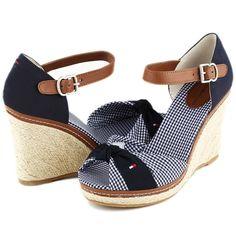 Sandalia marca Tommy Hilfiger, este y más modelos en www.zapacos.com #shoes #sandalias #zapatos #moda #tendencia #fashion #trend #trendy