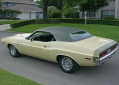 1970 Dodge Challenger R/T SE with rare V9F green stripe on DY3 Cream.