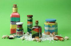 El Taller de Pepa: DECORANDO CON ARENA DE COLORES -  Material necesario . botes de cristal (con tapa) . tizas de colores . sal fina