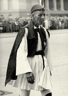Spyros Louis, the winner of the Marathon in the 1896 Olympic Games of Athens dies on 26 March 1940 - Στις 26 Μαρτίου του 1940 πεθαίνει ο Σπύρος Λούης, νικητής του Μαραθώνιου Αγώνα στους Ολυμπιακούς Αγώνες του 1896.
