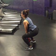 16KG Kettlebell - 3 pulse squats, up on the 3rd and squeeze those glutes, bring legs together and calf raise. 20 reps 10lbs medicine ball- jumps squats, while pushing out ball. 10 reps Complete Rotation 4 times! #TeamTorres #lisatorresfit #gi