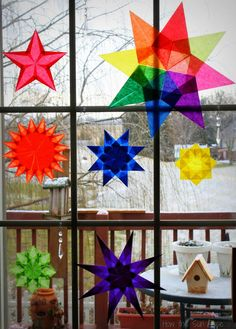 How The Sun Rose: Waldorf Paper Window Star Tutorial & Giveaway You can use tissue paper, but in my experience, kite paper is best. Here is a simple window star tutorial: Kids Crafts, Crafts To Do, Arts And Crafts, Paper Crafts, Waldorf Crafts, Paper Stars, Kirigami, Teaching Art, Art Lessons