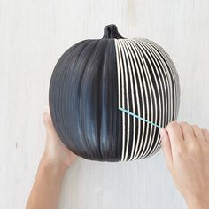 30 Ways to Paint a Pumpkin - holiday ideas - paint Halloween Pumpkin Designs, Diy Halloween Decorations, Halloween Home Decor, Halloween House, Spooky Halloween, Holidays Halloween, Halloween Pumpkins, Halloween Crafts, Halloween Labels