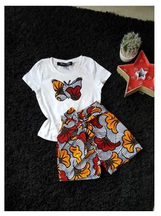 "Ankara girl set - - This tee shirt and shorts set will delight your little princess. Its bow gives elegance to the outfit - Fabric wax ""wedding flower"" - Elastic at the waist - Butterfly fabric wax embroidered on the tee shirt. African Fashion Ankara, Latest African Fashion Dresses, African Print Fashion, Africa Fashion, Dress Fashion, African Dresses For Kids, African Print Dresses, Dresses Kids Girl, Short Ankara Dresses"
