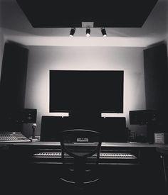 Even when it's off there's no brake... . #poiretcreations #poiretstudios #poiretcreationsagency #recording #recording #recordingstudio #studio #studiolife #studioporn #gearporn #music #musicproducer #producer #filmmaker #photographer #tvproduction #tvset #photoshoot #sound #perfection #mixing #mastering #coloring #uaudio #adamaudio