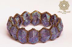 Anna Mosztok bead jewelry: Geometric purple and brown bangle / Geometrikus lila és barna karperec.
