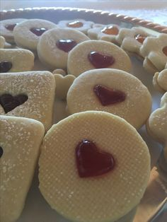 Biscottini Discoletti farciti con confettura. la ricetta la trovi sul mio blog Diario di una mamma in corriera  Www.secondastella72.com