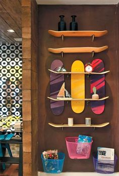 Skateboard Furniture made with a skateboard to use as a footrest, stool or simply as a decoration element to decorate … Skateboard Storage, Skateboard Bedroom, Skateboard Decor, Skateboard Furniture, Recycled Home Decor, Diy Casa, Decoration, Cool Furniture, Furniture Ideas
