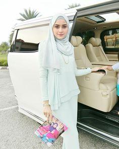 Image may contain: 3 people Hijab Gown, Hijab Style Dress, Modest Fashion Hijab, Hijab Outfit, Muslim Fashion, Kebaya Modern Dress, Kebaya Dress, Beautiful Muslim Women, Beautiful Hijab
