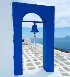 #kythnos #cyclades #kikladhes #grece #greece #grecia #eglise #chiesa #church #mediterranee #mediterraneo #mediterraneansea #marenostrum #voyage #voyager #voyageur #traveller #travel #viaggio #viaggiare #cloche #bell