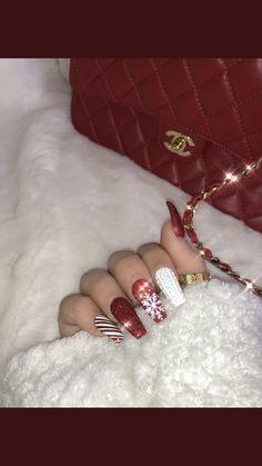 175 bright and awesome christmas nails art design and polish ideas page 21 Chistmas Nails, Cute Christmas Nails, Xmas Nails, Christmas Nail Art Designs, Holiday Nails, Christmas Acrylic Nails, Christmas Design, Christmas Holiday, Red Acrylic Nails