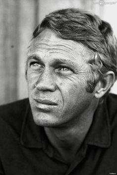 Steve McQueen sur le tournage du making of de Nevada Smith en 1966.