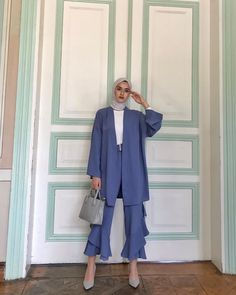 ✔ Office Look Casual Classy – Hijab Fashion 2020 Image Fashion, Fashion 90s, Modern Hijab Fashion, Street Hijab Fashion, Tokyo Street Fashion, Muslim Fashion, Modest Fashion, Fashion Outfits, Classy Fashion