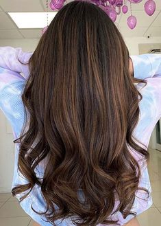 Wanna wear some kind of unique hair colors to try nowadays? If yes then must check out these fantastic ideas of caramel balayage hair colors for various hair lengths and hair textures. This is really more amazing hair color for ladies to try in 2020. Unique Hairstyles, Latest Hairstyles, Hairstyles Haircuts, Hair Color Highlights, Hair Color Balayage, Color Trends 2018, Caramel Balayage, Cool Hair Color, Textured Hair