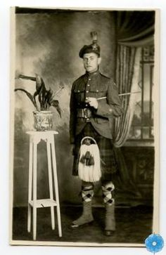 Postcard, The Army Museum. A soldier of the 85th Battalion