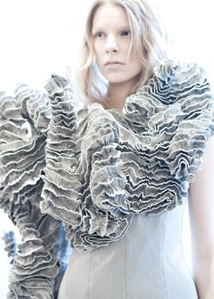 70 Ideas for fashion design inspiration haute couture iris van herpen 3d Fashion, White Fashion, Fashion Details, Look Fashion, Editorial Fashion, Trendy Fashion, Fashion Dresses, Couture Details, Coral Fashion