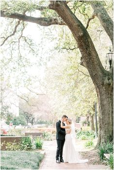 Spring Elopement in Chatham Square | Savannah Georgia Wedding Photographer | Elizabeth and Drew - lindseymorganphotography.com  savannah elopement, savannah georgia elopement, savannah georgia wedding elopement, savannah ga elopement, savannah elopement ideas, savannah elopement pictures, elope in savannah ga, elope savannah ga