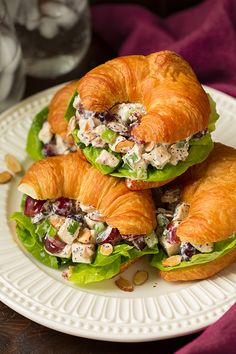 (via Almond Poppy Seed Chicken Salad Sandwiches - Cooking Classy) Croissant Sandwich, Salat Sandwich, Healthy Picnic, Healthy Summer, Light Summer Meals, Fingerfood Party, Chicken Salad Recipes, Poppy Seed Chicken Salad Recipe, Corned Beef