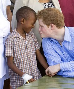 Funny face Prince Harry visits Junior Maynard in the pediatric ward at the Queen Elizabeth Hospital on Jan. in Bridgetown, Barbados. The prince chatted to staff and their parents and thanked volunteers. Prince Harry Of Wales, Prince Harry Photos, Prince William And Harry, Prince Harry And Megan, Prince Henry, Harry And Meghan, Prince Charles, Diana Spencer, Princesa Diana