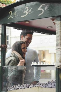 Josh Murray and Andi Dorfman Sample the Local Cuisine in Episode 7