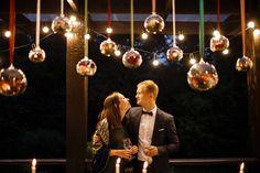 Чудесная свадьба на веранде. На фото - гирлянды Эдисон
