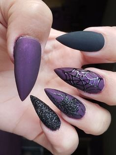 Check out our tips for applying top Halloween nail ideas in 2019 between pumpkin nails, candy corn nails, spider web nails, Halloween press on nails, & stickers Halloween Press On Nails, Halloween Acrylic Nails, Halloween Nail Designs, Halloween Ideas, Holiday Nails, Christmas Nails, Cute Nails, Pretty Nails, Fancy Nails