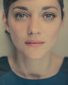 Lovely Portraits Of Celebrities Bathed In A Soft, Warm Hue - Marion Cotillard Marion Cotillard, Xavier Dolan, Tilda Swinton, French Photographers, French Actress, Ryan Gosling, Belleza Natural, Famous Faces, Actors & Actresses