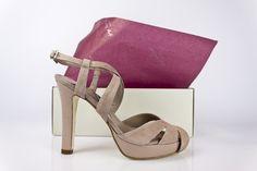#peeptoe #shoes #moda #fashion #plataforma #tacones #heels #platformpumps #beige #suede #shoe #zapato #handcrafted #womenshoes #zapatos #madeinspain www.jorgelarranaga.com
