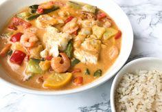 Rotes Fischcurry mit Kabeljau und Garnelen - The Salad Junkie - WordPress Website Clean Recipes, Fish Recipes, Seafood Recipes, Healthy Recipes, Healthy Food, I Love Food, Good Food, Healthy Diners, Food Porn