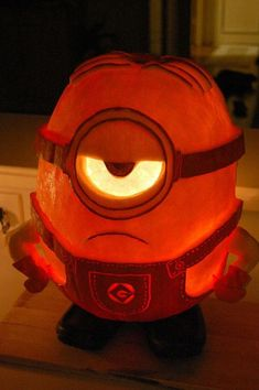 I'm not into carving pumpkins or Halloween, but this is cute! I like Minions. 40 Detailed Pumpkin Carvings That Make Normal Ones Seem Boring Minion Halloween, Fete Halloween, Holidays Halloween, Halloween Pumpkins, Halloween Crafts, Happy Halloween, Halloween Decorations, Spooky Halloween, Terrifying Halloween