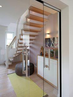 escadas e porta de vidro