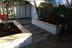 Afbeeldingsresultaat voor vlonder terras met verhoogde plantenbakken
