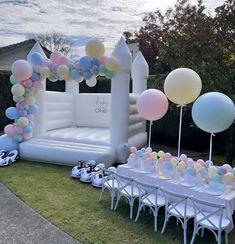 Care Bear Birthday, 1st Birthday Party For Girls, Rainbow Birthday, Birthday Ideas, Gender Reveal Party Decorations, Balloon Decorations Party, Birthday Party Decorations, Fete Emma, Deco Ballon