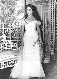 Ελλη Λαμπετη Great Women, Beautiful Women, Greek Beauty, Wedding Movies, Julia Roberts, Famous Women, Movie Tv, One Shoulder Wedding Dress, Cinema