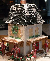 Beautiful shingle and roof for a gingerbread house: Happy House 2007 by Edible Art Gingerbread House Patterns, Gingerbread House Template, Gingerbread House Parties, Gingerbread Village, Christmas Gingerbread House, Gingerbread Cookies, Gingerbread Men, Cookie House, House Cake