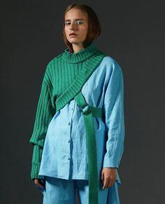 Lalo's Creat Sweater Design. Fashion Week, Runway Fashion, High Fashion, Fashion Show, Fashion Looks, Fashion Outfits, Womens Fashion, Fashion Trends, Fashion Tips