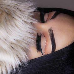 ☆ The gal who correct the 'drunk', thank you ☺ #eotd @sarazaarcosmetics glitter Chocolat @clio_beauty lashes Diva @everydaywigscom wig #anastasiabeverlyhills brow pomade ebony #wetnwildbeauty black liquid eyeliner #essence orange blush