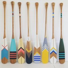Art Room Displays Projects Ideas For 2019 Painted Oars, Oar Decor, Craft Projects, Projects To Try, Umea, Cottage Crafts, Decoration Inspiration, Deco Design, Beach House Decor