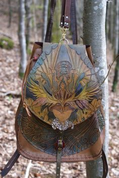 I had to do some serious searching to find the source for a photo of a bag that I neeeeed….Found it. And then some. Breathtaking Bags by SkyRavenWolf
