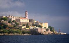 Les ports de plaisance à Bastia - Des plages paradisiaques, des criques secrètes et pratiquement désertes, une température de l'eau idéale .