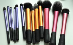 Real Techniques Brush Set - Already have the purple and gold ones which are absolutely amazing and fabulous value for money! Need the pink ones to add to the collection! Real Techniques Makeup Brushes, Best Makeup Brushes, Makeup Brush Set, Best Makeup Products, Beauty Products, Diy Beauty Makeup, Makeup Blog, Makeup Tools, Make Up