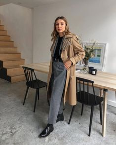 what to wear to an interview: Brittany Bathgate in trench coat Job Interview Outfits For Women, Interview Style, Estilo Unisex, Professional Attire, Minimal Fashion, Unisex Fashion, Coats For Women, Autumn Winter Fashion, Fashion Outfits