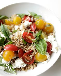 My Asparagus Tomato Salad is simple to make but tastes incredible. A quinoa rice based salad topped with tomatoes, fresh basil, mozzarella and asparagus. How To Cook Asparagus, Asparagus Recipe, Tomato Salad Recipes, Healthy Salad Recipes, Summer Food, Summer Salads, Salad Topping, Other Recipes