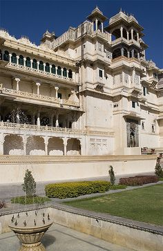 City Palace, Udaipur, India by Dey, via Flickr
