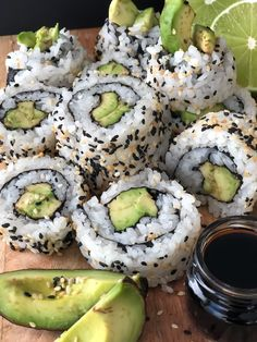 Delicious vegan sushi that's easy to make. Add any veggies you love - like these avocado, carrot, cucumber rolls with spicy mayo and wasabi soya sauce! Think Food, I Love Food, Good Food, Yummy Food, Aperitivos Vegan, Healthy Snacks, Healthy Eating, Vegan Lunches, Vegan Meals